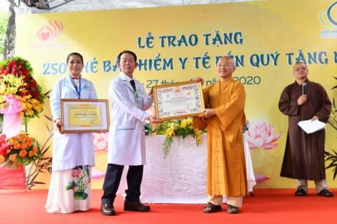 Trao tặng 250 thẻ bảo hiểm y tế cho chư Tôn đức Tăng Ni trường Cao - Trung cấp Phật học Đại Tòng Lâm