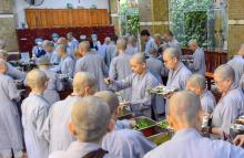 Chùm ảnh: Ăn cơm trong chánh niệm chiều ngày 16/09/2020