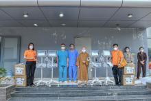 Tình người Phật tử trong nguyện ước sẻ chia: Chùa Giác Ngộ trao tặng 4 máy Monitor đến Bệnh viện dã chiến số 10